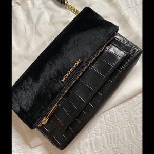 Michael Kors Leather Crossbody-Clutch